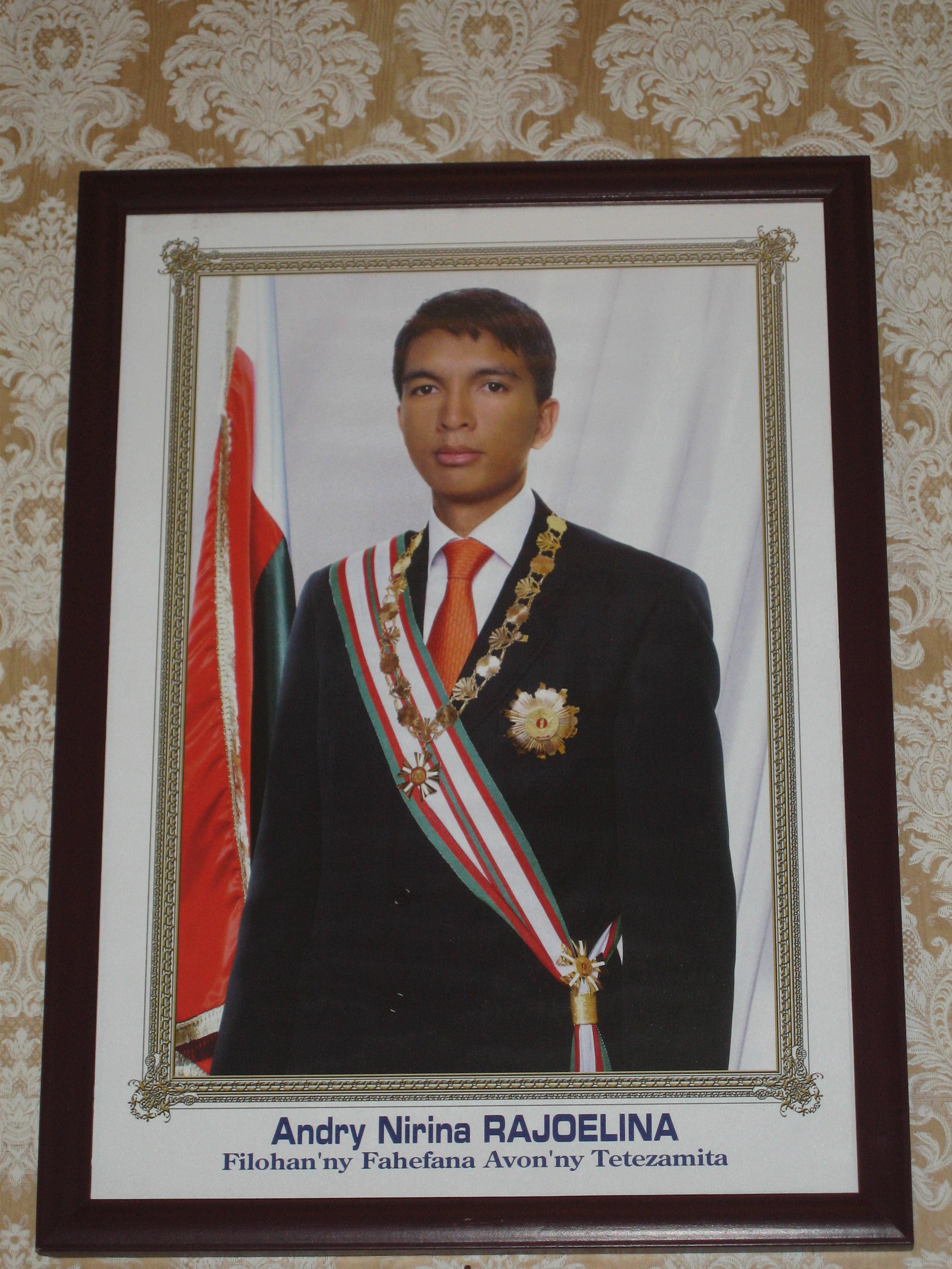 """<span  class=""""uc_style_uc_tiles_grid_image_elementor_uc_items_attribute_title"""" style=""""color:#ffffff;"""">Andry Rajoelina, président de la République de Madagascar</span>"""