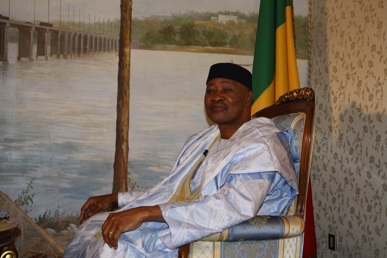 """<span  class=""""uc_style_uc_tiles_grid_image_elementor_uc_items_attribute_title"""" style=""""color:#ffffff;"""">Amadou Toumani Touré, ancien président du Mali</span>"""